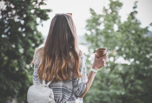 Wzmocnij kosmyki na sezon jesienno-zimowy. 3 patenty na lśniące, odżywione i niewypadające włosy.